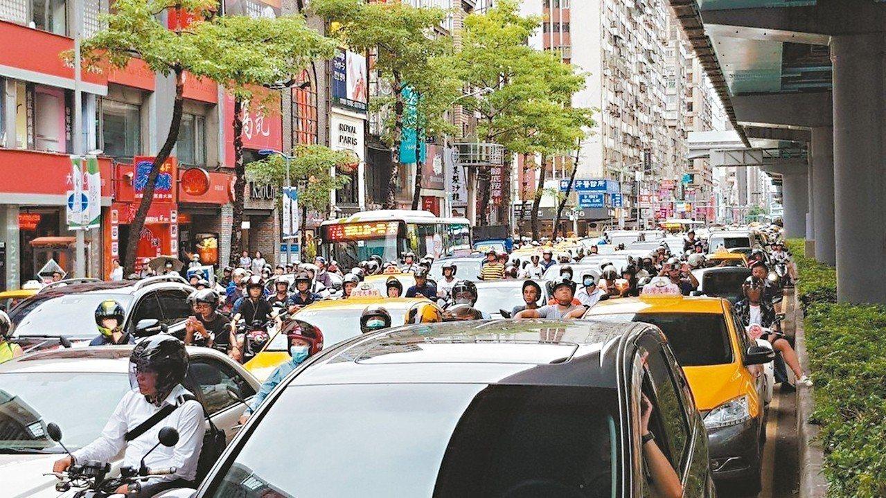 北市府應用大數據分析改善交通、推廣大眾運輸計畫。 圖/聯合報系資料照片