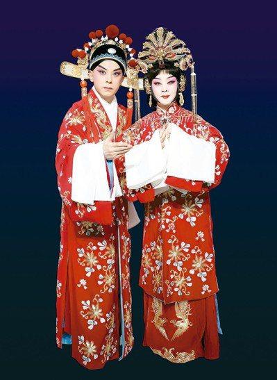 在新編京劇「帝女花」中,李勝素飾長平公主(右),于魁智飾周世顯。 圖/傳大藝術提...