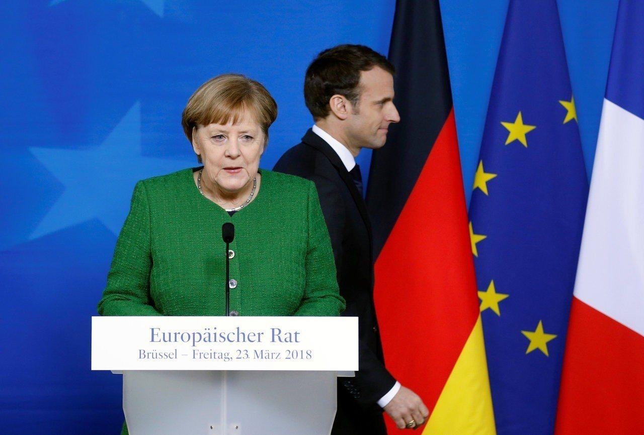 馬克宏(右)以親歐盟政見漂亮打贏法國總統大選,但他希望與德國總理梅克爾(左)一起...
