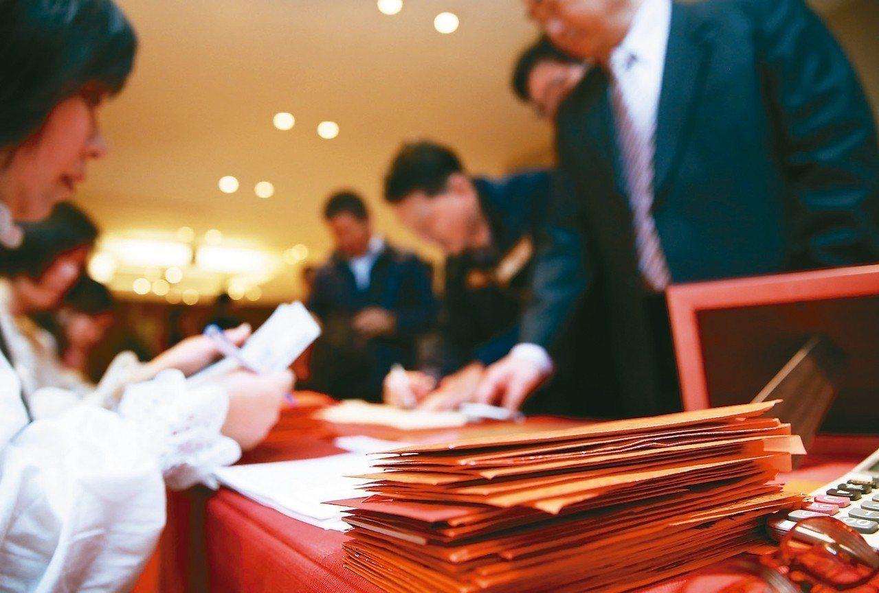 婚宴禮金的數目,對收禮和包禮雙方都是一項試煉。報系資料照