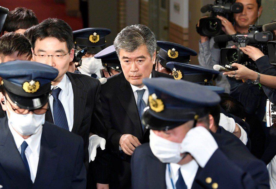 福田否認騷擾指控:「誰會那樣說啊,這根本不是事實。」 圖/路透社
