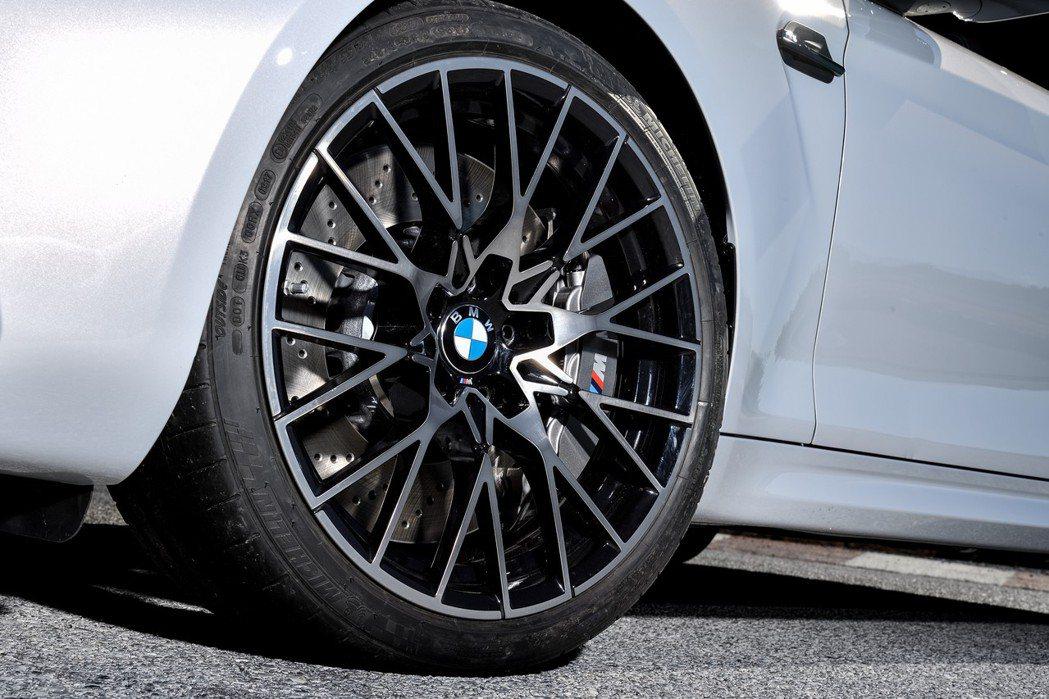 19吋鍛造鋁合金鋁圈。 摘自BMW