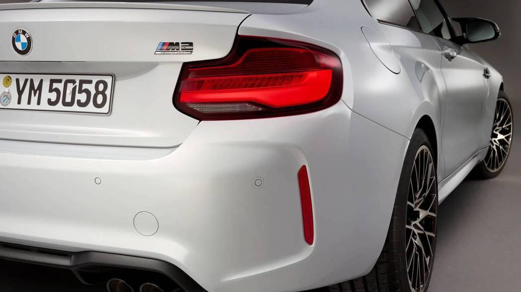 M2銘牌下方有Competition字樣。 摘自BMW