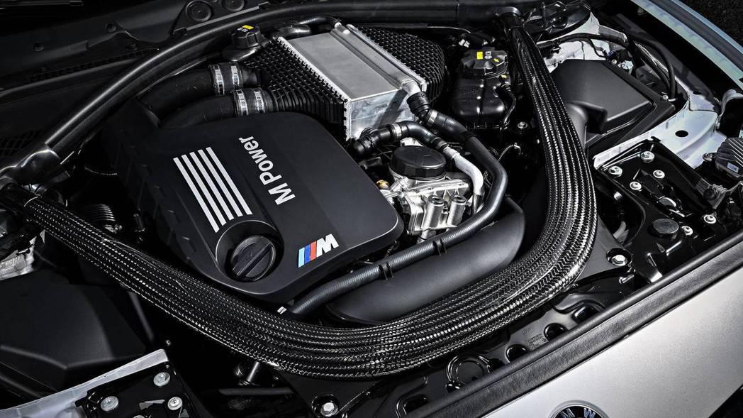 BMW M2 Competition搭載代號S55的3.0升雙渦輪直列六缸引擎。 摘自BMW