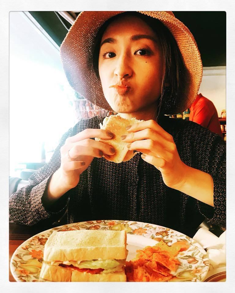 坤達也曾放過老婆柯佳嬿吃餐的可愛表情。 圖/擷自臉書