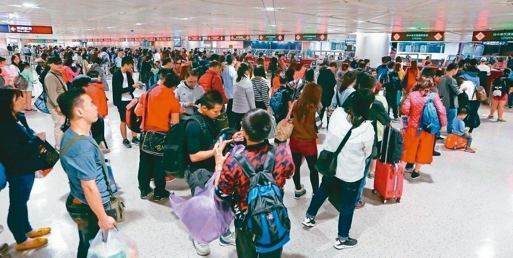 台灣虎航麻疹群聚感染疫情持續升高,這波群聚感染衛生單位掌握個案接觸者多達2978...