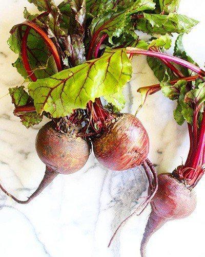 如果買到帶葉的甜菜根,可別把葉子給丟囉。葉子用些橄欖油和蒜末炒熟,可好吃的!