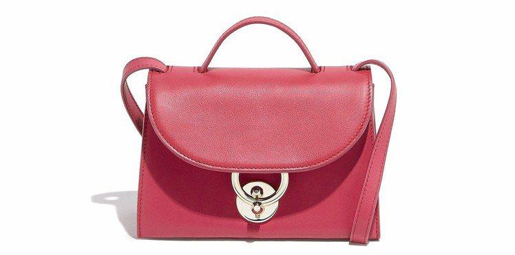 JET SET系列桃粉色小牛皮肩背包,42,900元。圖/Ferragamo提供