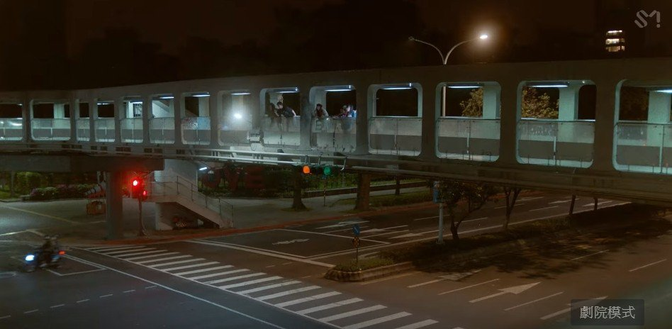 孝淵的新歌「Sober」MV充滿台灣街景,讓粉絲直呼超有親切感。圖/截自YouT...