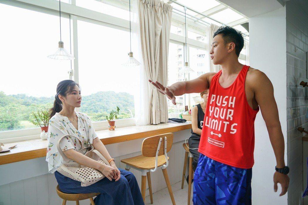 陳怡蓉(左)與何潤東合作愉快。圖/TVBS提供