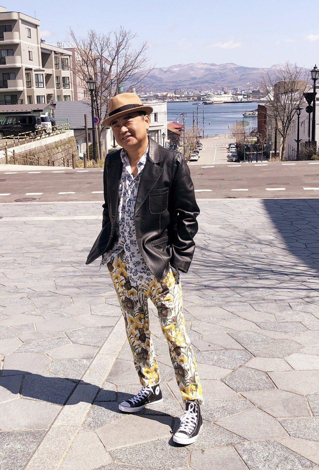 陳昇到日本拍攝MV,順道享受美食美景。圖/新樂園製作提供