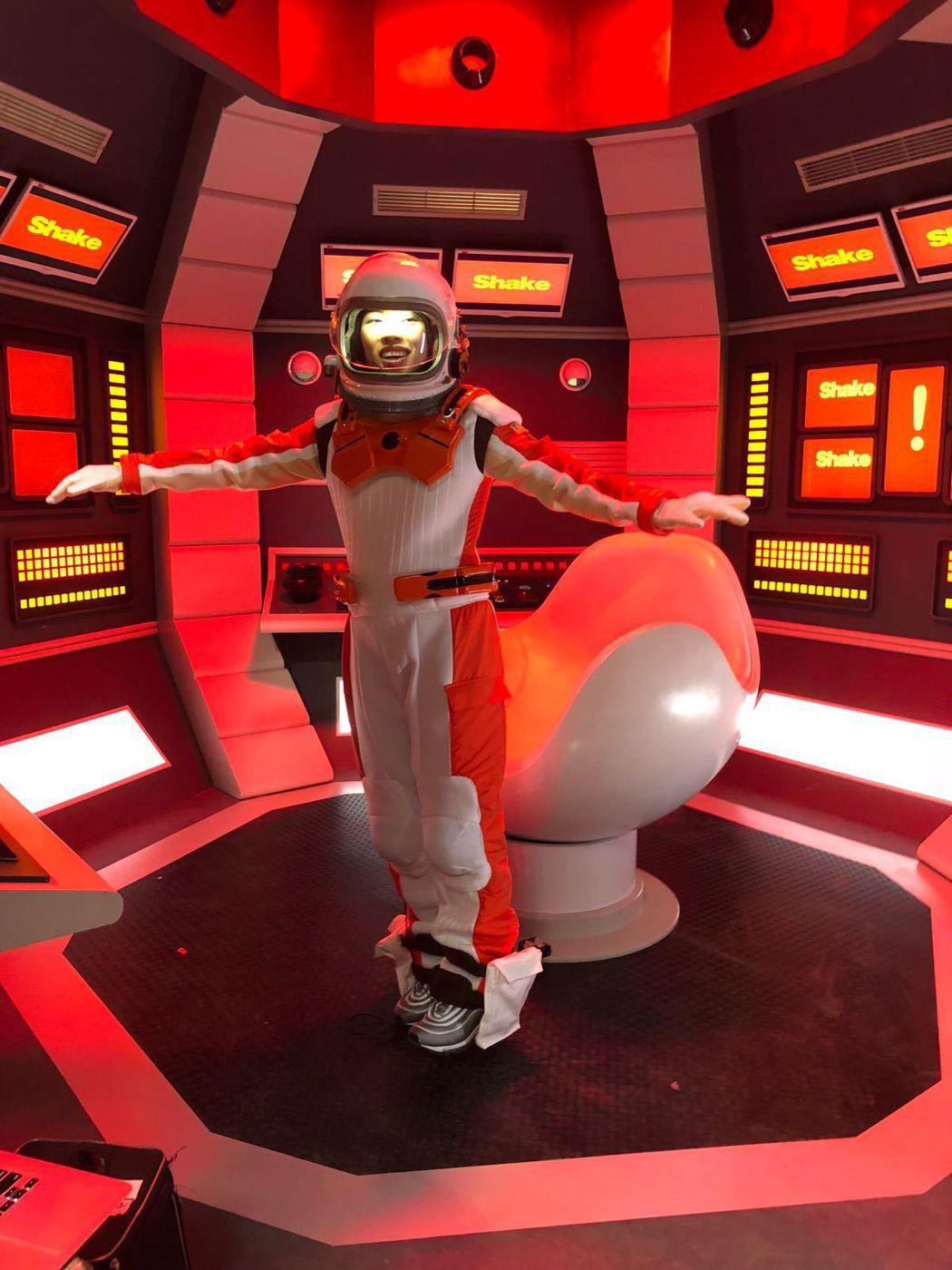 葛仲珊代言速食店,化身成太空人。圖/環球提供