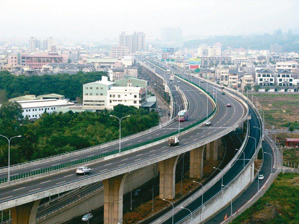 74號快速道路全線通車後,為台中烏日高鐵站特區周遭房市都帶來利多。 報系資料照