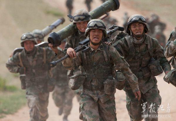 冷眼集 /共軍侵門踏戶 台灣還在耍嘴皮子