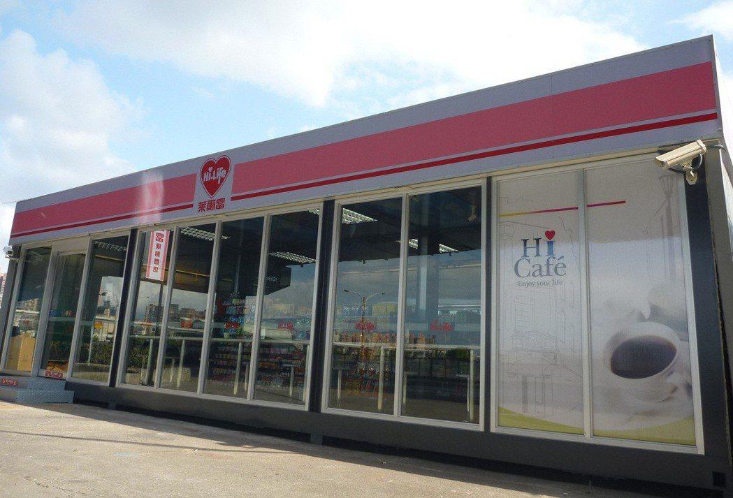 萊爾富美堤店位於三重區,由三個貨櫃屋組成,造型就如同樂高積木。 圖/萊爾富提供