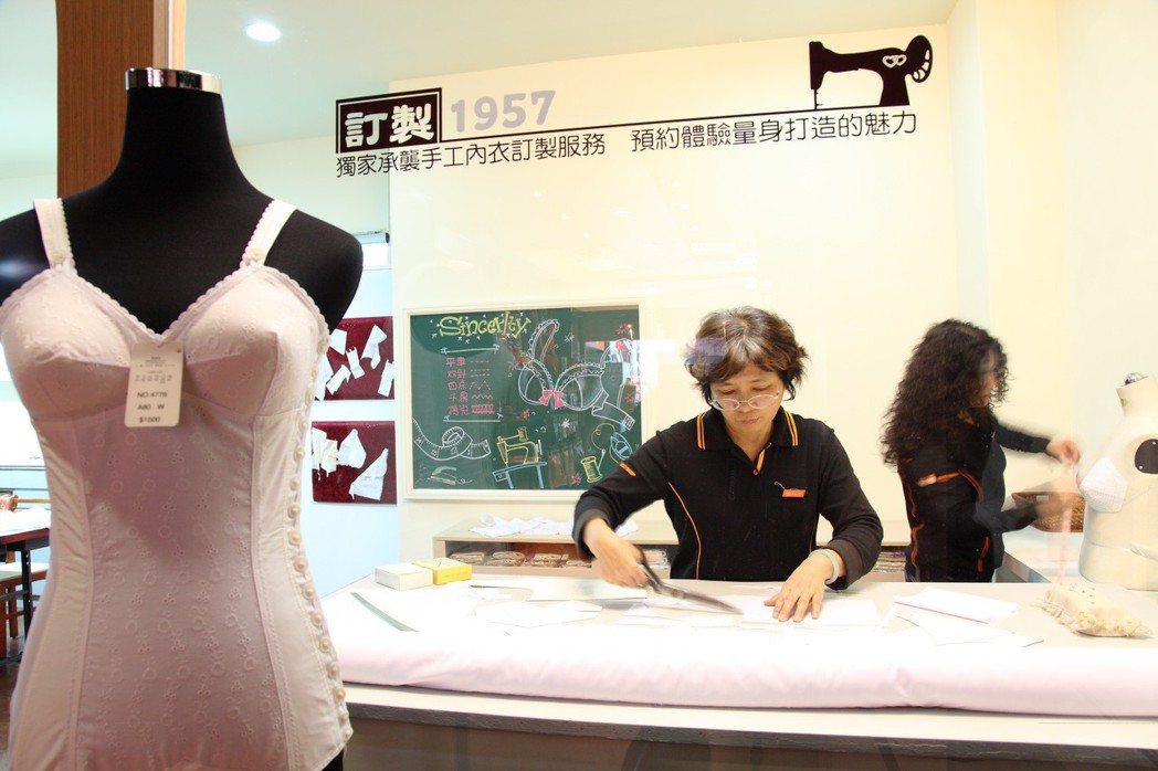 台中市府店以內衣博物館的形式呈現,提供有手工內衣製作的訂製服務。圖/奧黛莉提供