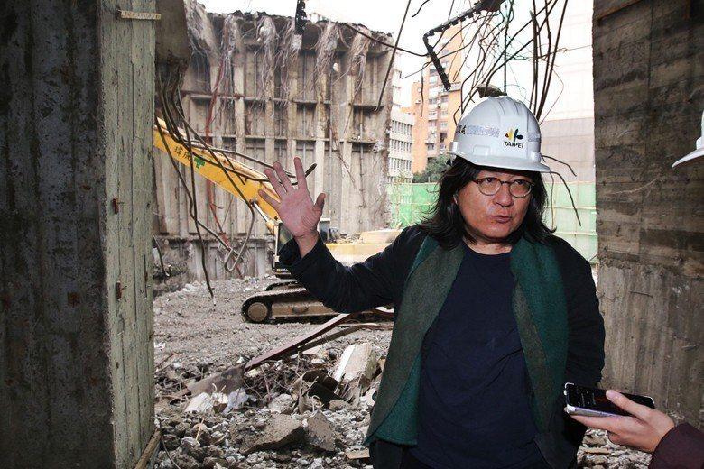 台北市都發局長林洲民於舊台北市議會大樓勘查。 圖/聯合報系資料照