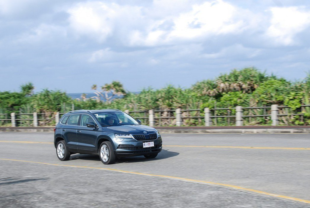 懸吊回饋方面,可能因綠島的路況差異,在乘坐後座時稍嫌硬朗跳動,不過換到駕駛時則相當適中。 記者林鼎智/攝影