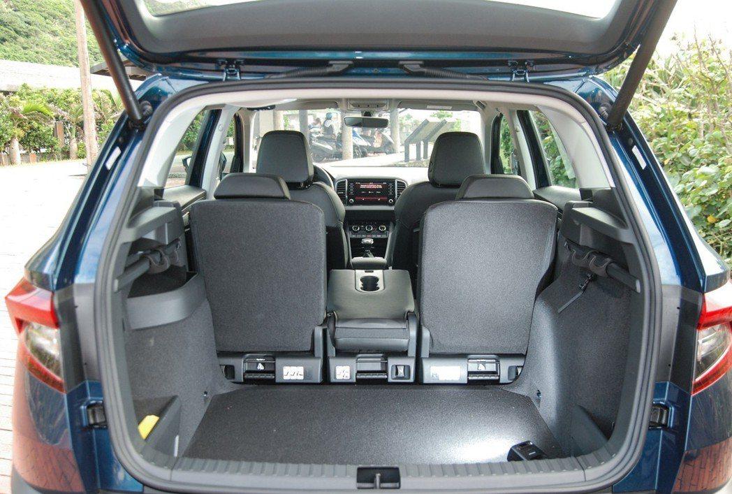 不論要舒適的四座配置或將後座全拆卸,VarioFlex 後座設計都相當方便。 記者林鼎智/攝影