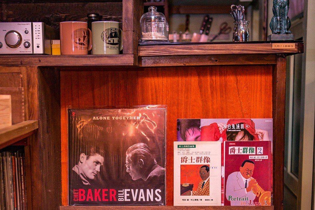 吧台下方眾多黑膠唱片,也歡迎音樂迷交流。