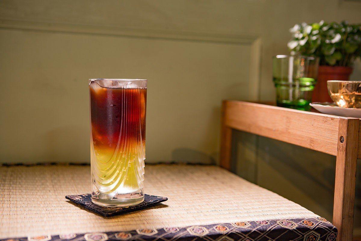 「大力喝」來自小高的創意,結合維大力汽水與義式濃縮,碰撞出如同巧克力汽水糖的特殊...