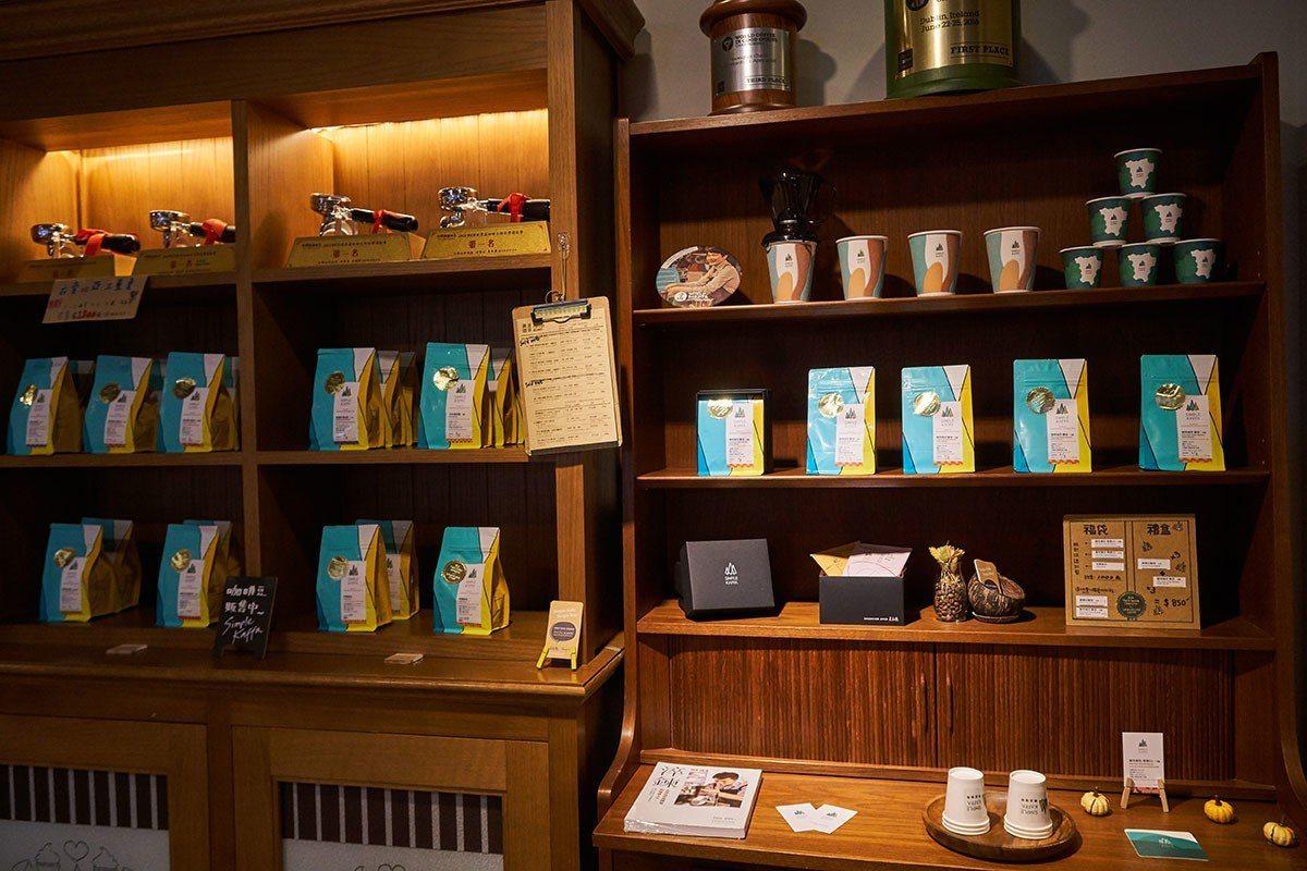 Simple Kaffa除展售咖啡豆亦提供咖啡課程,給予顧客完整的咖啡體驗。