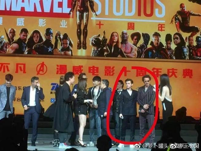 漫威電影10周年在上海辦慶典,「一哥」小勞勃道尼與「蜘蛛人」湯姆霍蘭德竟被要求站