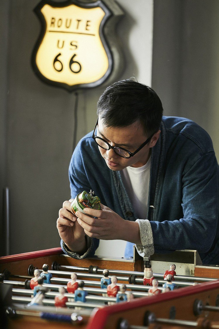 世大運宣傳影片動態影像工作者劉耕名從古玩發覺創作靈感。圖/萬寶龍提供