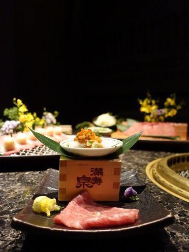 金箔雲丹和牛壽司,售價380元。記者張芳瑜/攝影