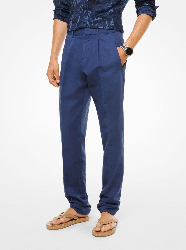 炎亞綸穿著Michael Kors午夜藍休閒西裝褲,約12,000元。圖/Mic...