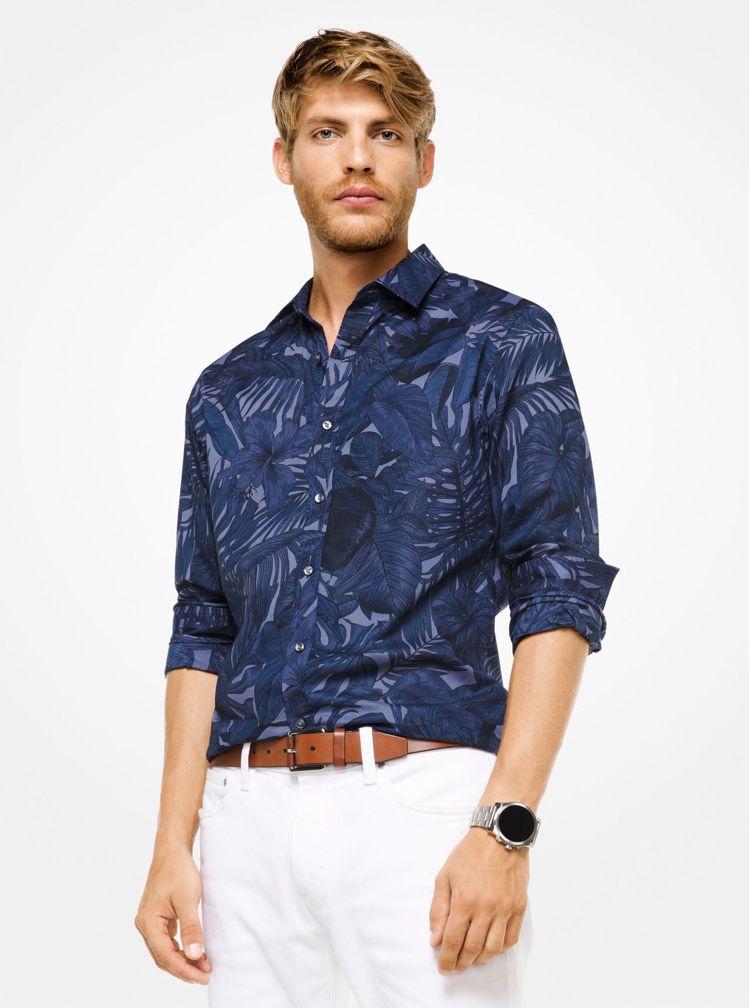 炎亞綸穿著Michael Kors午夜藍叢林印花襯衫,價格未定。圖/Michae...
