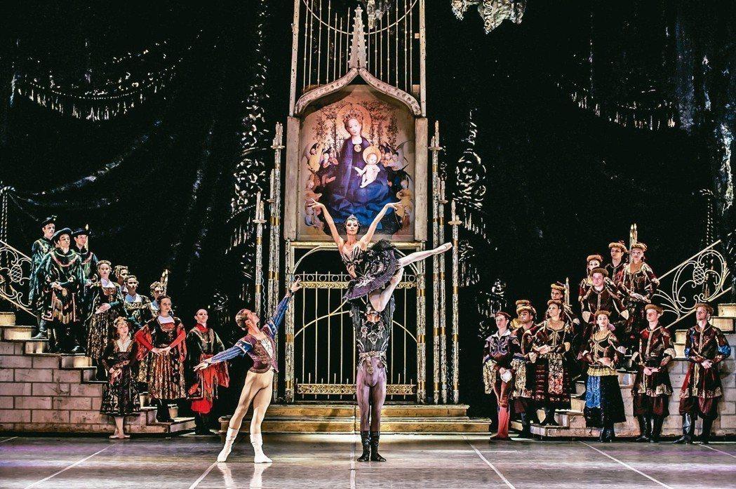 莫斯科古典芭蕾舞團首度來台,將「天鵝湖」原版製作搬上國家戲劇院。 圖╱聯合數位文...