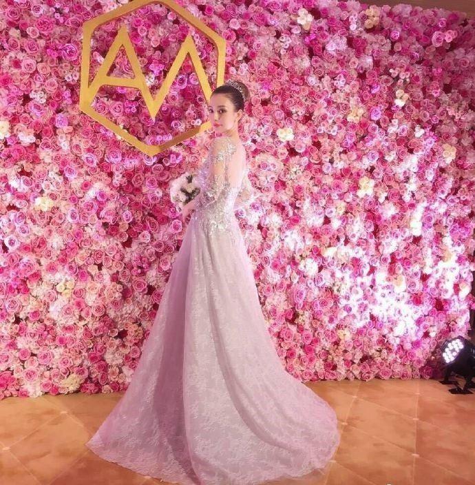 方媛的婚紗照。圖/摘自臉書