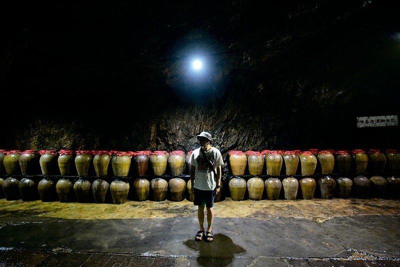八八坑道像是一座可穿越時空的隧道,用時光慢慢孕育出一瓶瓶好酒,用酒香的魅力在餐桌...