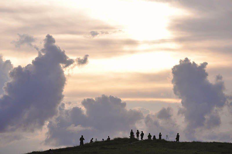 站在青青草原上吹著從海上來的風,徹底拋棄了城市的喧囂,能見度高實在青青草原可以眺...