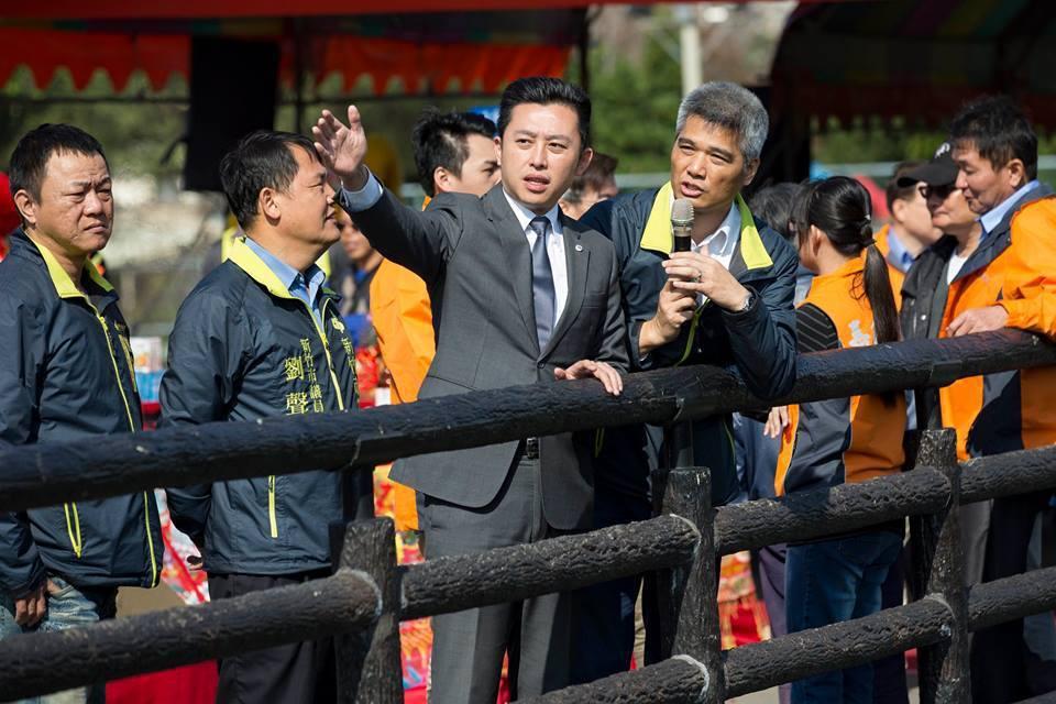 新竹市長林智堅總是穿筆挺西裝、梳著整齊髮型,常穿著西裝視察趴趴走。 圖/擷取...