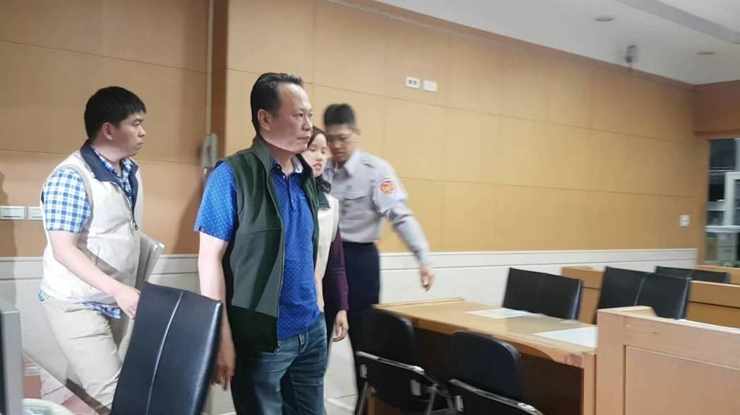 昇華總經理謝侑利被依背信罪交保20萬元。 記者張宏業/攝影