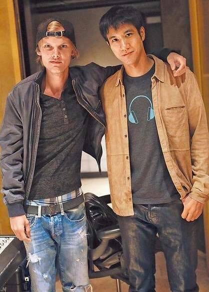 王力宏(右)也在臉書上向艾維奇致意。圖/摘自臉書