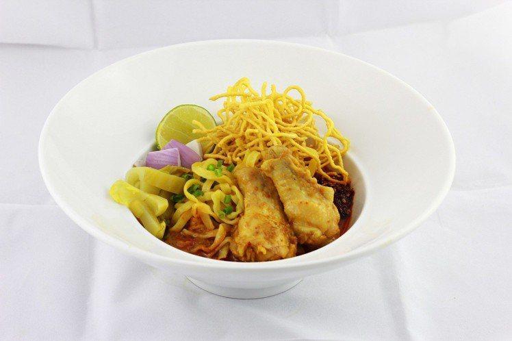 Khao Soi House的泰北金麵佐椰汁咖哩雞。圖/微風提供