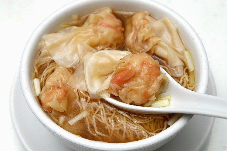講究皮薄餡鮮,搭配獨家食材熬煮成湯底的池記雲吞麵。圖/微風提供