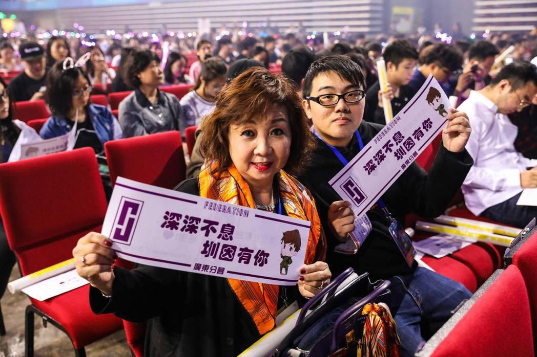 林俊傑「聖所」巡演深圳開唱,媽媽專程到場觀賞。圖/JFJ Productions...