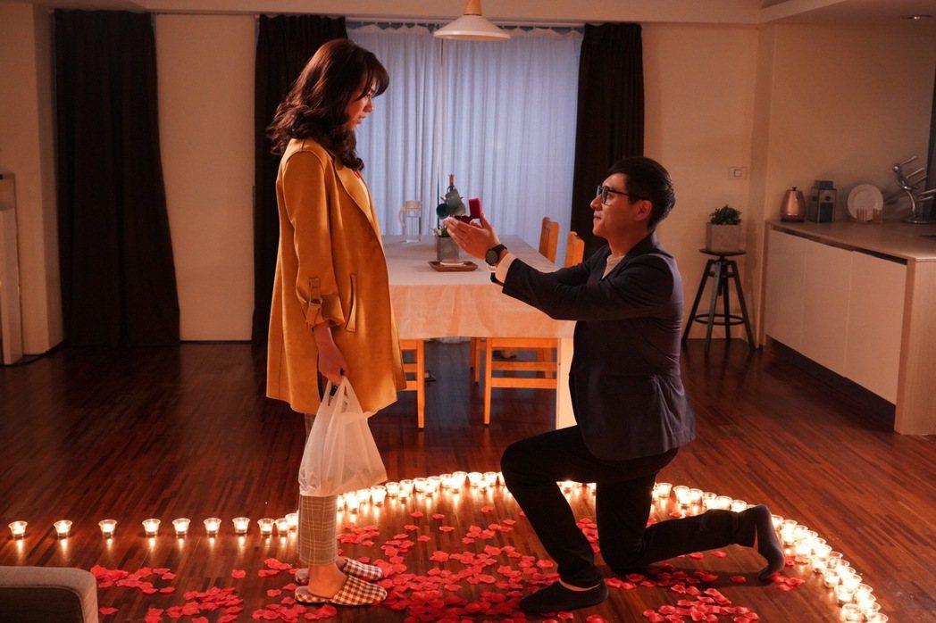 夏于喬(左)、鄭人碩拍攝「薛丁格的貓」戲中求婚戲。圖/民視提供