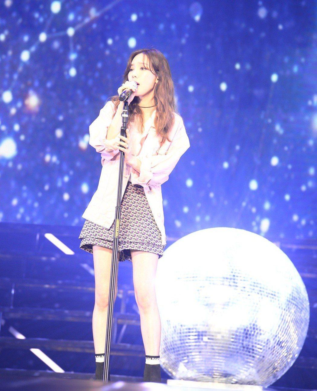 太妍登台展現高音域美聲。圖/亞士傳媒提供