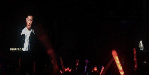 潘瑋柏21日在北京凱迪拉克中心舉辦「Alpha創使者世界巡迴演唱會」,日前他自曝罹患自律神經失調,導致半邊身體「從頭麻到腳」、呼吸困難,一度想延期演唱會,幸而靠藥物治療身體逐漸好轉。他在演唱會上自揭...