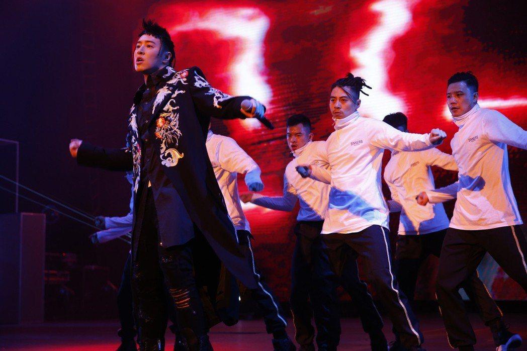 潘瑋柏在演唱會上哽咽吐露二度進出加護病房。圖/華納音樂提供