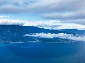 買不到普悠瑪,所以買了機票空降花蓮,發現這種視角的山海很美。