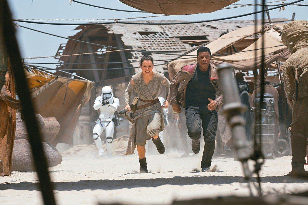 「STAR WARS:原力覺醒」保有北美首周票房紀錄。 圖/迪士尼提供