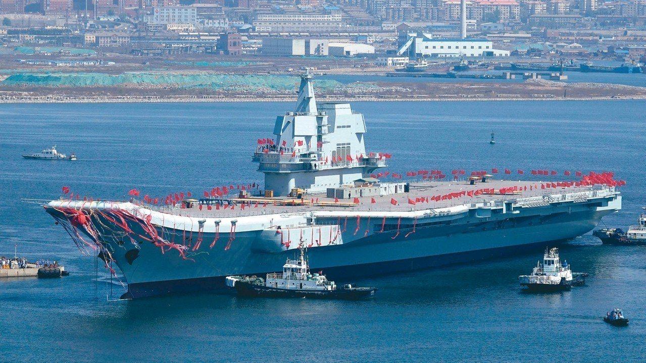 中共自製的第一艘國產航母。 中新社資料照片