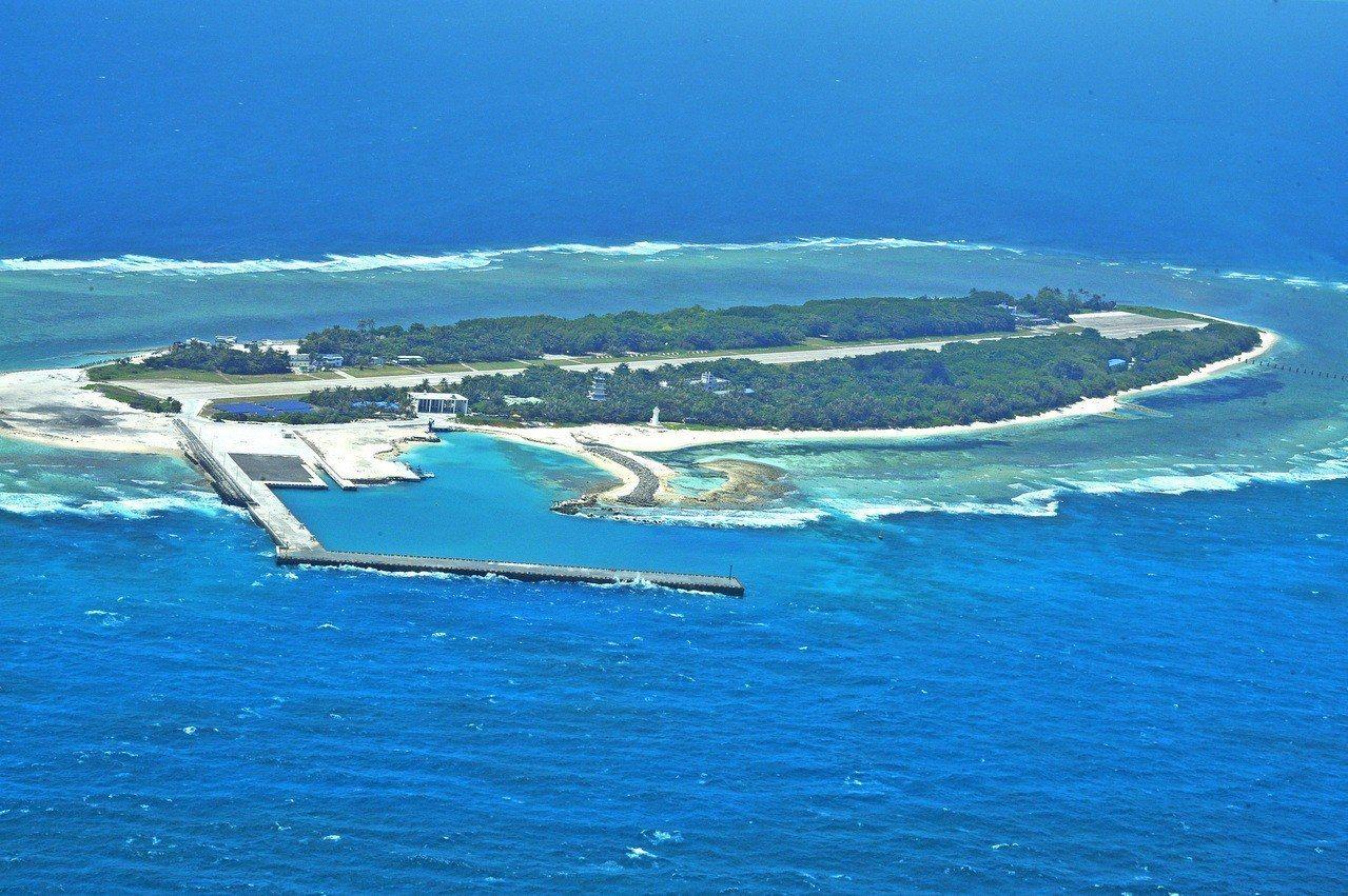 外交部今天發出「嚴正澄清說明」表示,台灣政府從未有將太平島租借給外國的計畫。 圖...