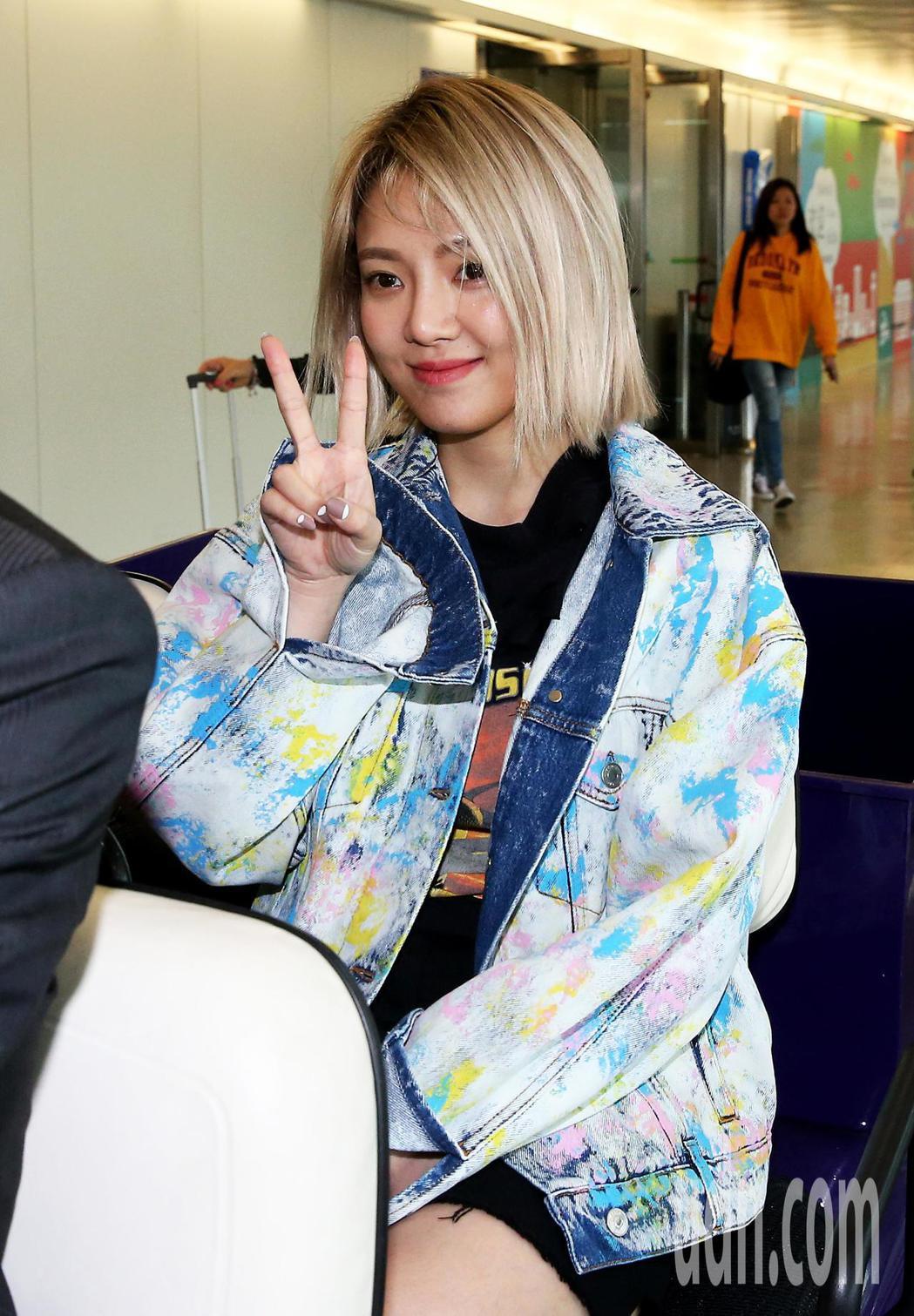 韓團少女時代成員之一的孝淵,22日中午搭機抵達桃園機場,將參加少女時代隊長太妍領...